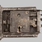 04. Přední kryt zámkového mechanizmu stav před restaurováním